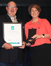 (L-R) 2017 NSW Maritime Medal recipient Mike Jarvin (Community Medal), Minister for Roads, Maritime and Freight, Melinda Pavey